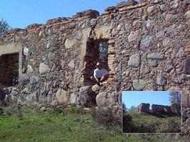 В устье р. Свислочи на холме стоит полуразрушенный старый каменный дом